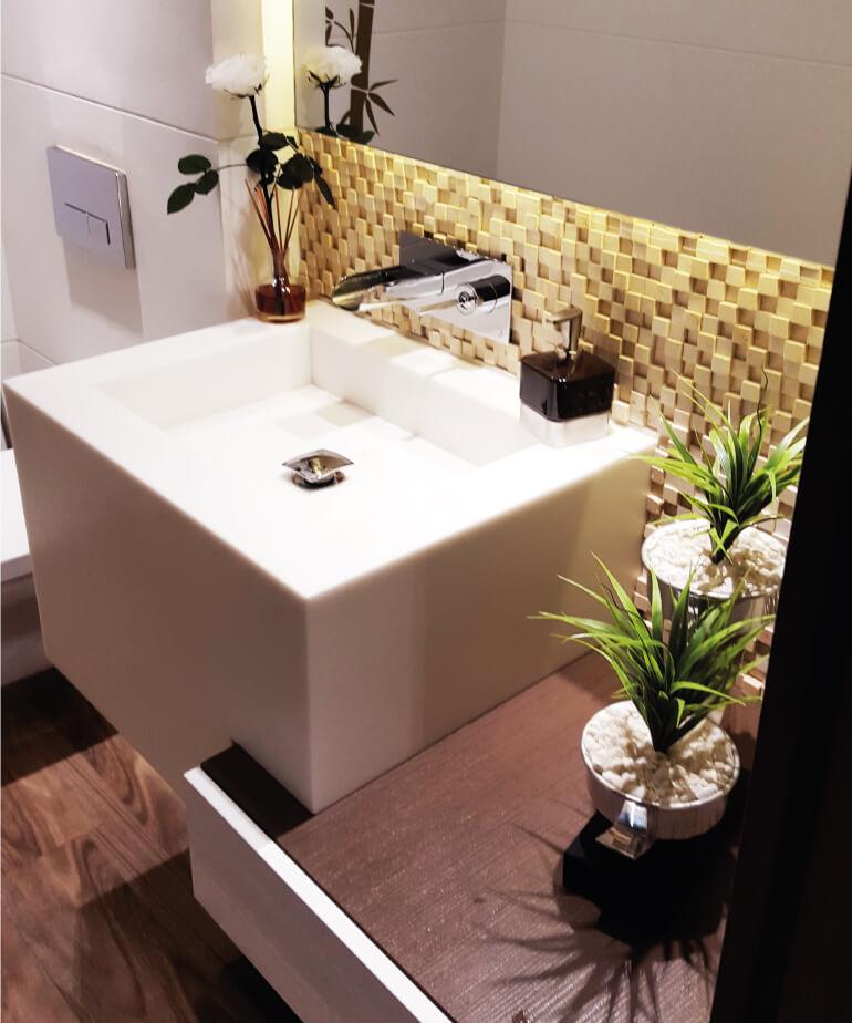 baño moderno con acabados qruitectonicos