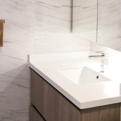 baño moderno muebles con vidrio espejo