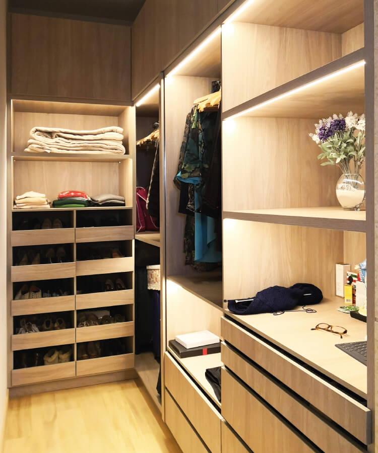 armario closet moderno con accesorios e iluminación melaminico ergonomico closet de vanguardia